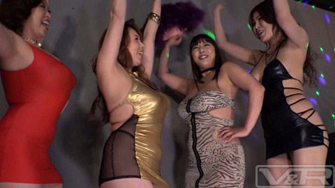 六本木のクラブに現れた時代遅れのデカ尻デカ乳ボディコン熟女たち
